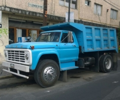 camion_de_volteo_azul_en_renta