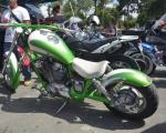 motocicleta modificada verde en renta