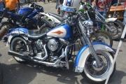 motocicleta chopper harley davidson azul en renta