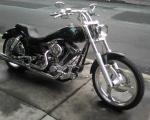 motocicleta chopper harley davidson negra en renta