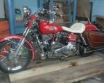 motocicleta harley davidson roja en renta