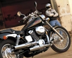 motocicleta negra en renta