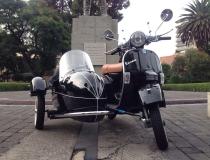 Motoneta Vespa Side-Car Negra en renta para publicidad,eventos,filmaciones,cine, ambientación,utileria, props.