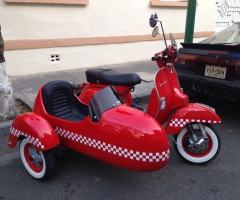Motoneta Vespa Side-Car Roja