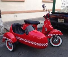 Motoneta Vespa Side-Car Roja